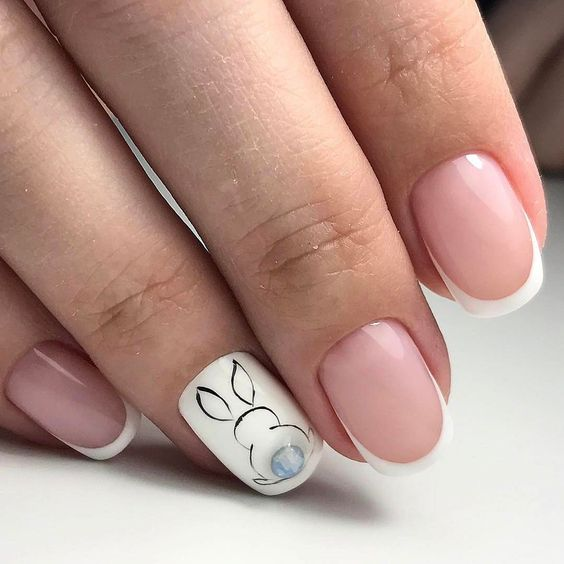 minimalistic manicure with a picture