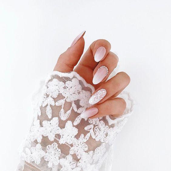 white beige manicure ombre