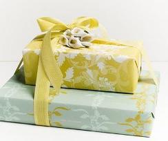 Что дарить на бумажную свадьбу друзьям?