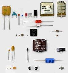 Как найти напряжение конденсатора