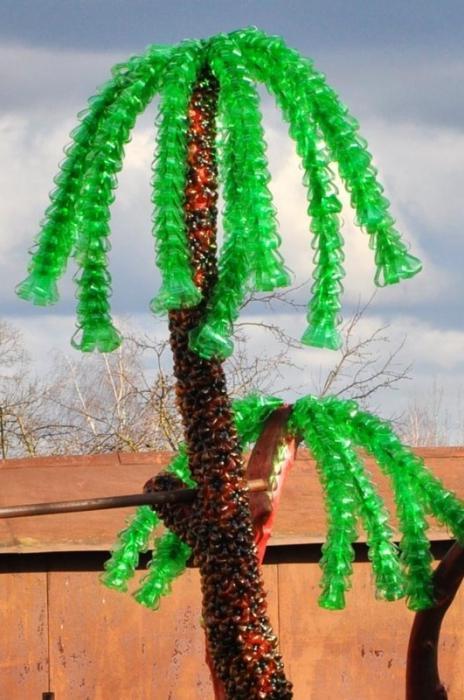 Пальма из пластиковой бутылки своими руками делается легко и просто