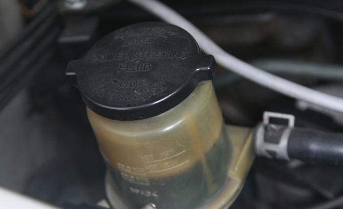 какое масло заливать в гидроусилитель руля