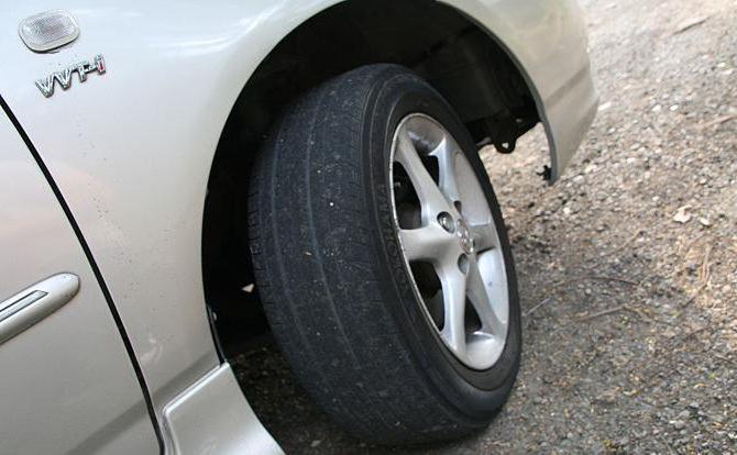 почему бьет педаль тормоза при торможении