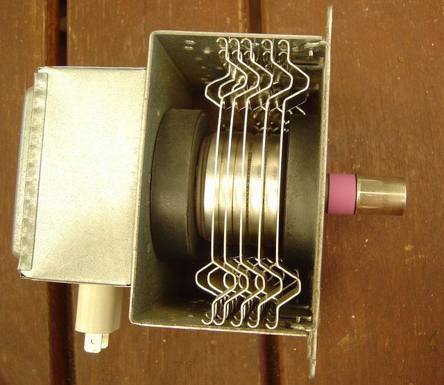 Магнетрон: принцип действия и устройство