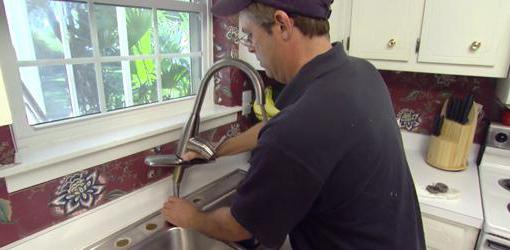 Течет кран на кухне как починить