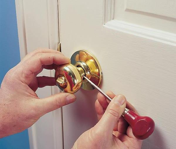 Как разобрать ручку межкомнатной двери круглую