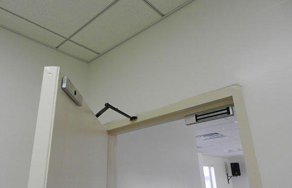 электромагнитный замок установка