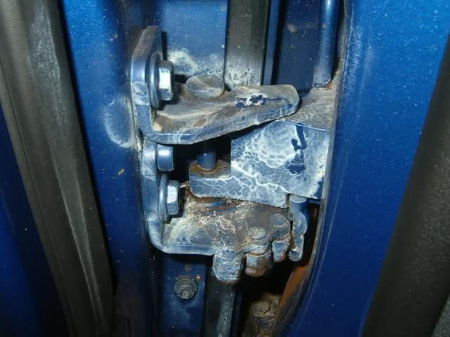 чем смазать петли дверей автомобиля ваз 2114