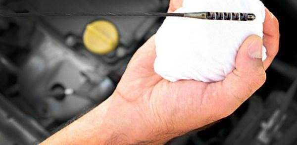 Почему двигатель ест масло: возможные причины