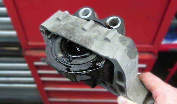Причины износа подушек двигателя