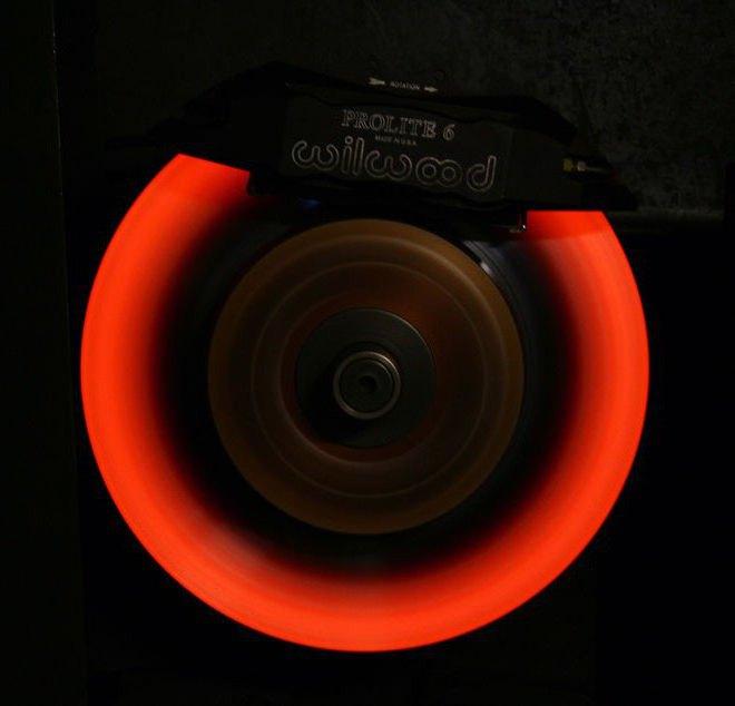 должны ли греться передние тормозные диски