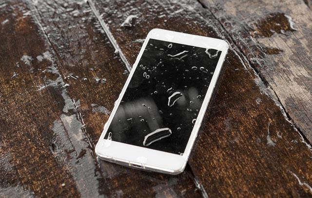 Как высушит сенсорный телефон от воды в  692