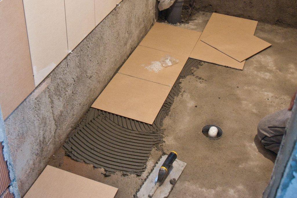 Как правильно положить плитку в гараже своими руками 34