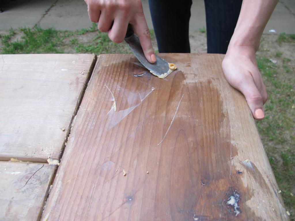 composition for waxing wood with hands