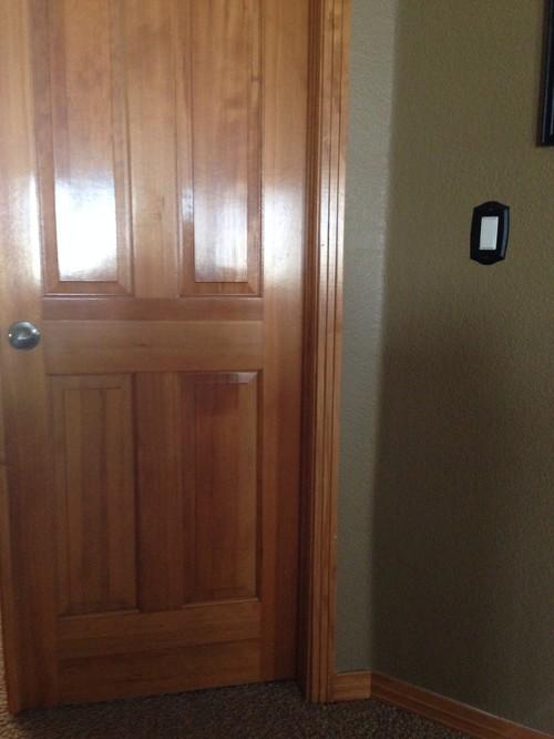 межкомнатные двери из дерева в квартире