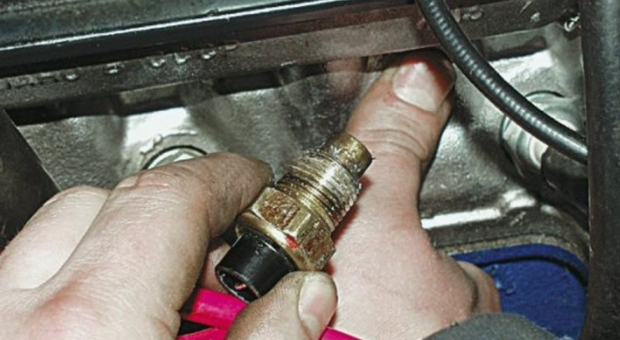 датчик температуры двигателя 2106