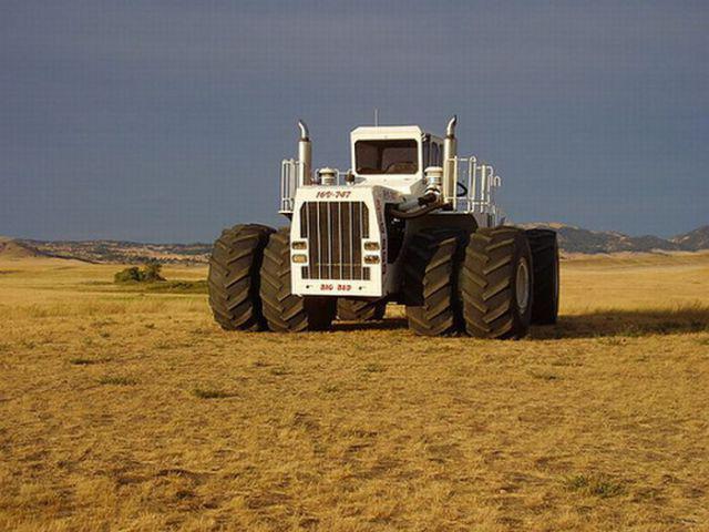 фото самый большой трактор