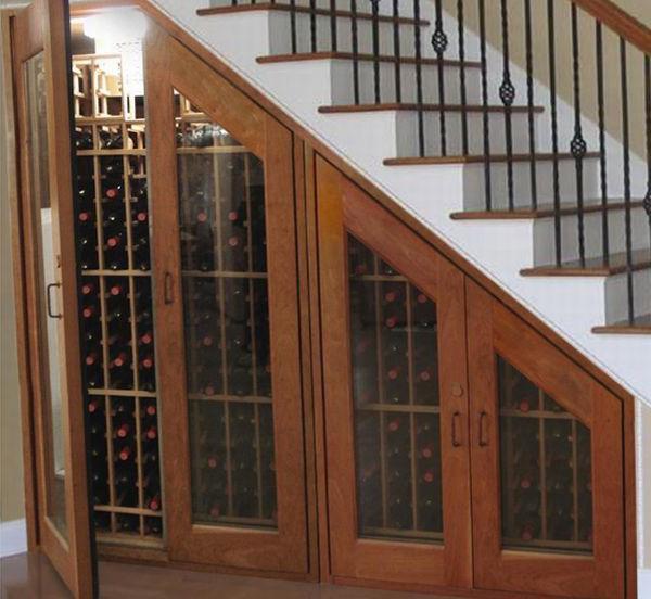 шкаф купе под лестницей