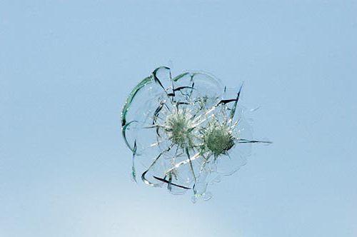 как остановить трещину на лобовом стекле