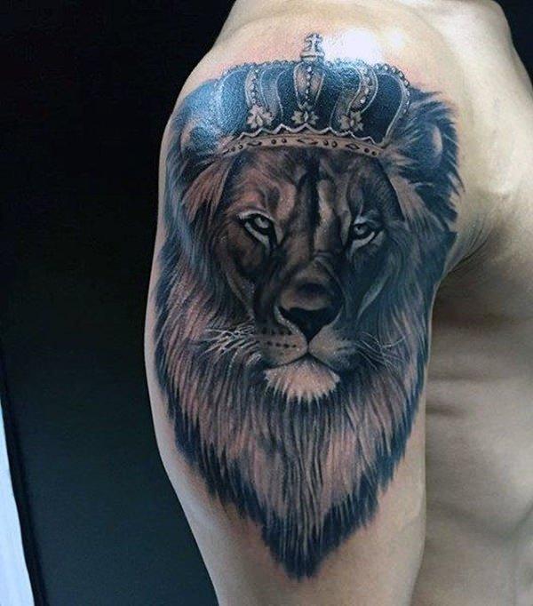Тату льва на запястье и других частях тела