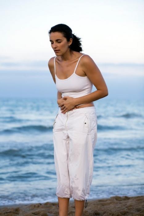 почему болит живот и нет месячных
