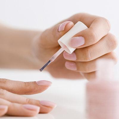Как аккуратно покрасить ногти