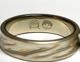 Гравировка на обручальные кольца: фразы, основные правила