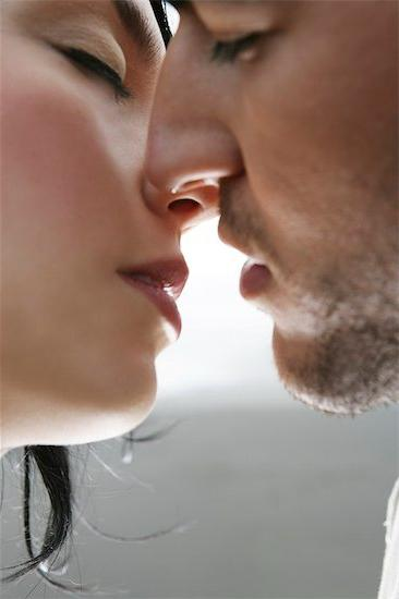 Интересно, а каким бывает поцелуй?