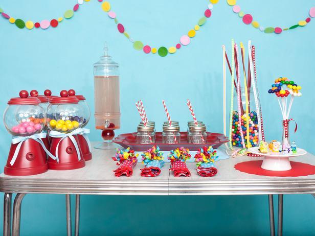 Украшение стола на день рождения фото своими руками