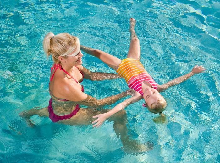 Почему нельзя выливать воду после купания младенца