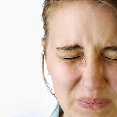 Болит левый бок внизу живота у женщины а