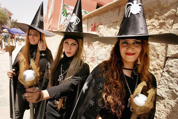 как распознать в женщине ведьму