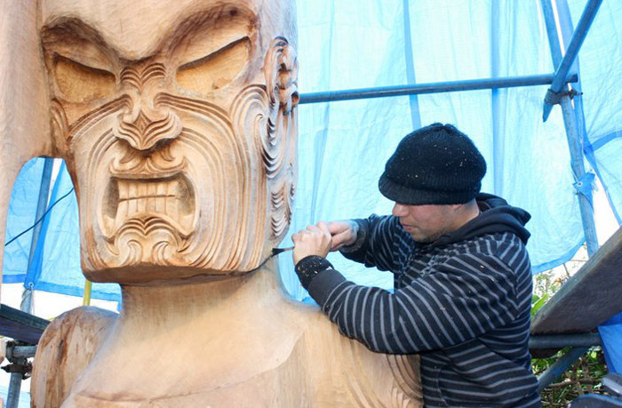 Creating a large wooden sculpture