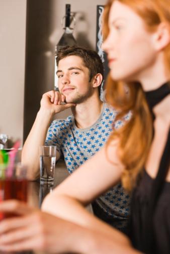 почему девушки смотрят и не знакомятся