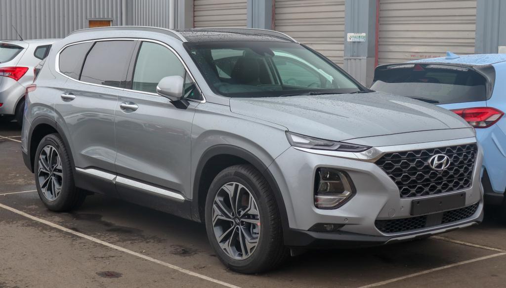 Hyundai Santa Fe стоит