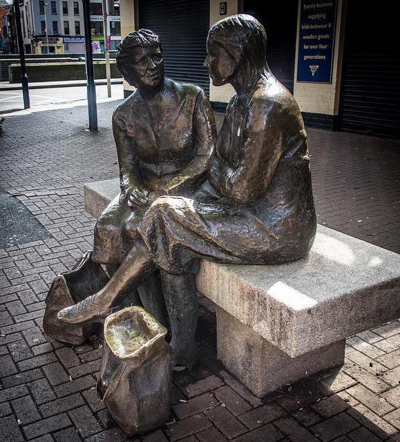 Где находится памятник женской сумочке