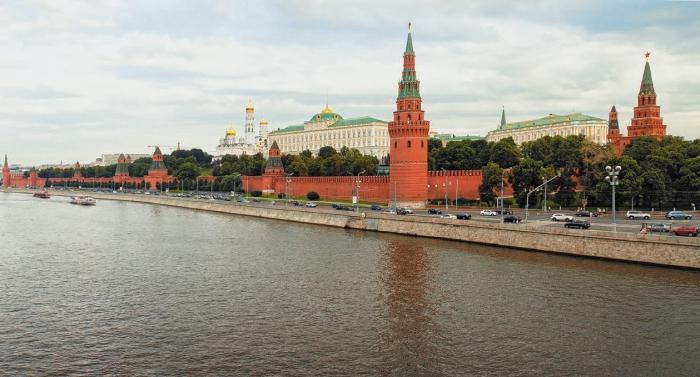 В город Москва река заходит в