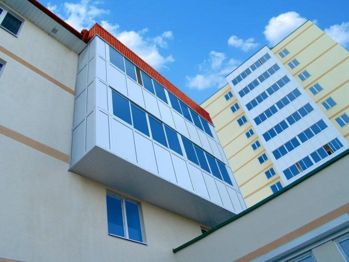 Чем отличается балкон от лоджии? основные моменты.