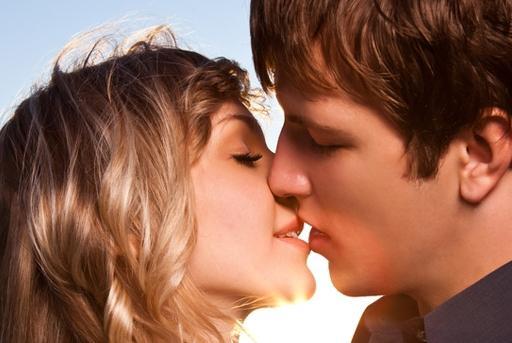 Делаем приятное себе и партнеру: техника французских поцелуев