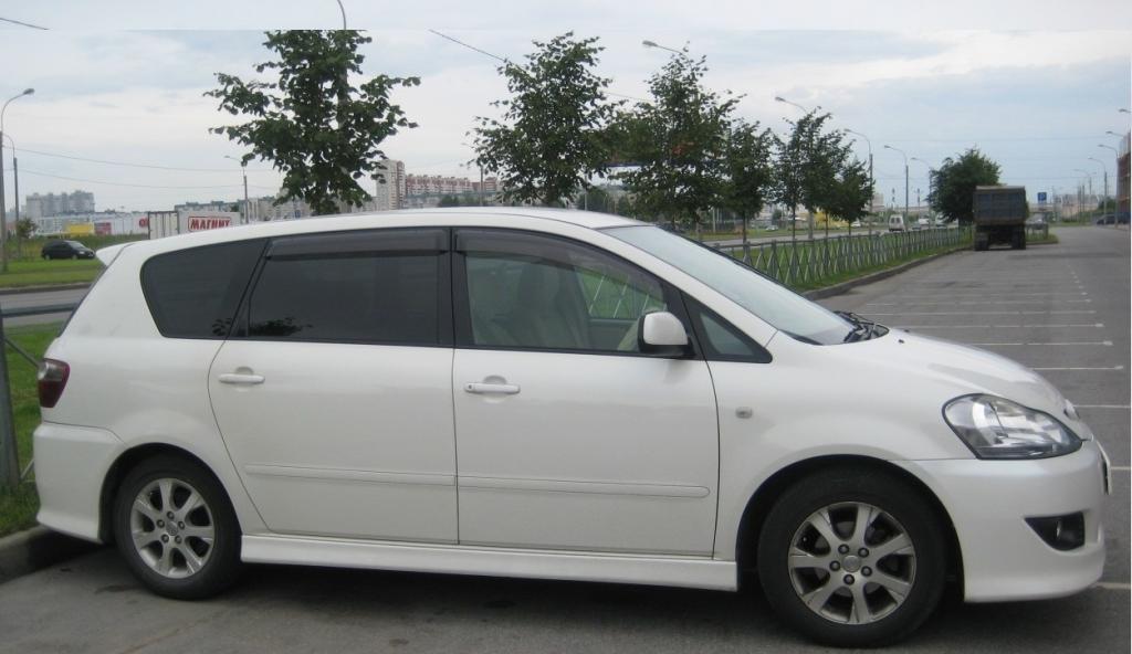 машина Toyota Ipsum