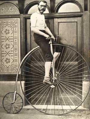 Ретро велосипед с большим колесом