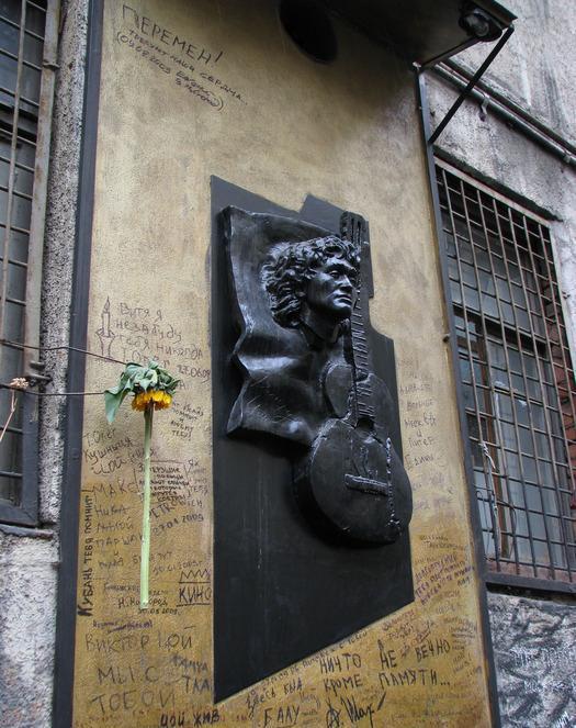 Памятник с ангелом Окуловка Мемориальный комплекс с крестом Пронск