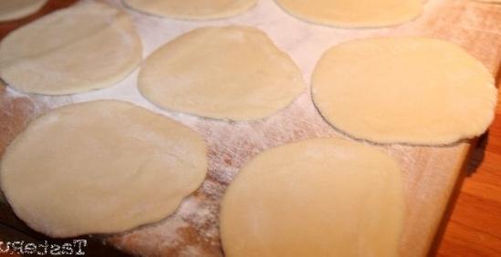 Почему тесто в холодильнике чернеет