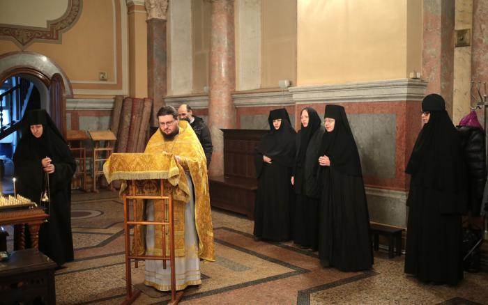 где находится ивановский монастырь в москве