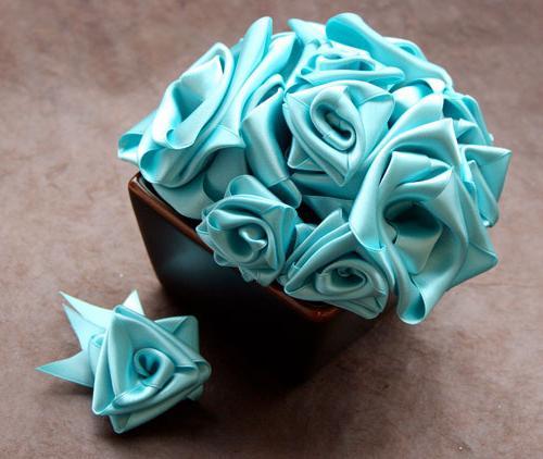 Мастер класс цветы из атласной ленты 13
