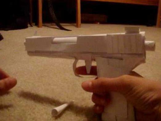 Как сделать пистолет из бумаги, который стреляет. Стреляющий пистолет из бумаги