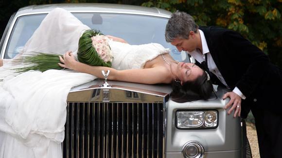 Выбираем ленты на свадебную машину