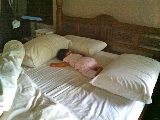 ребенок упал с кровати головой вниз изучении