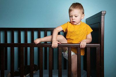 Если ребёнок упал с кровати на пол