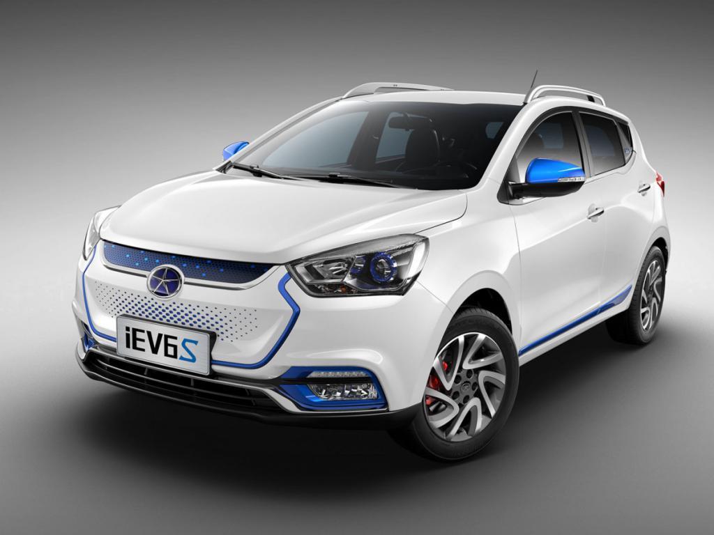 Китайский электромобиль JAC IEv 6S